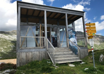Pavillon information près de la Segneshütte (GR).