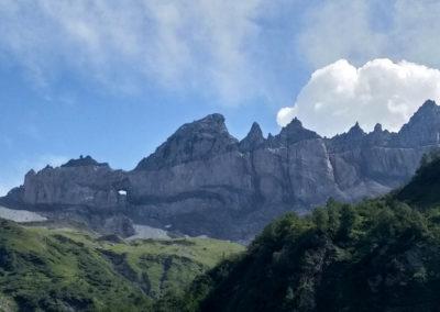 Le chevauchement et le Martinsloch vu depuis le côté glaronais.